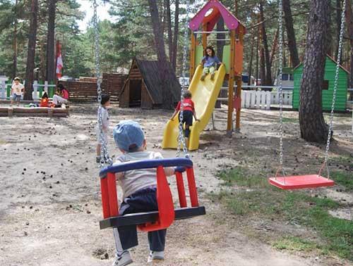 PARQUE-INFANTIL-CAMPING-URBION-SERVICIOS