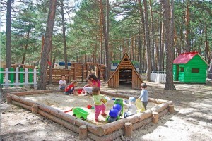 parque-infantil-camping-urbion-soria-300x200